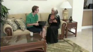 Молоденькая семейная пара негров создали горячий трах пред видеокамерой